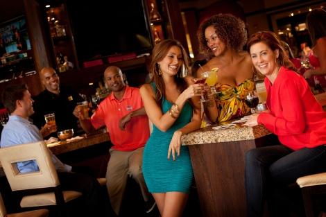 flirting-in-a-bar